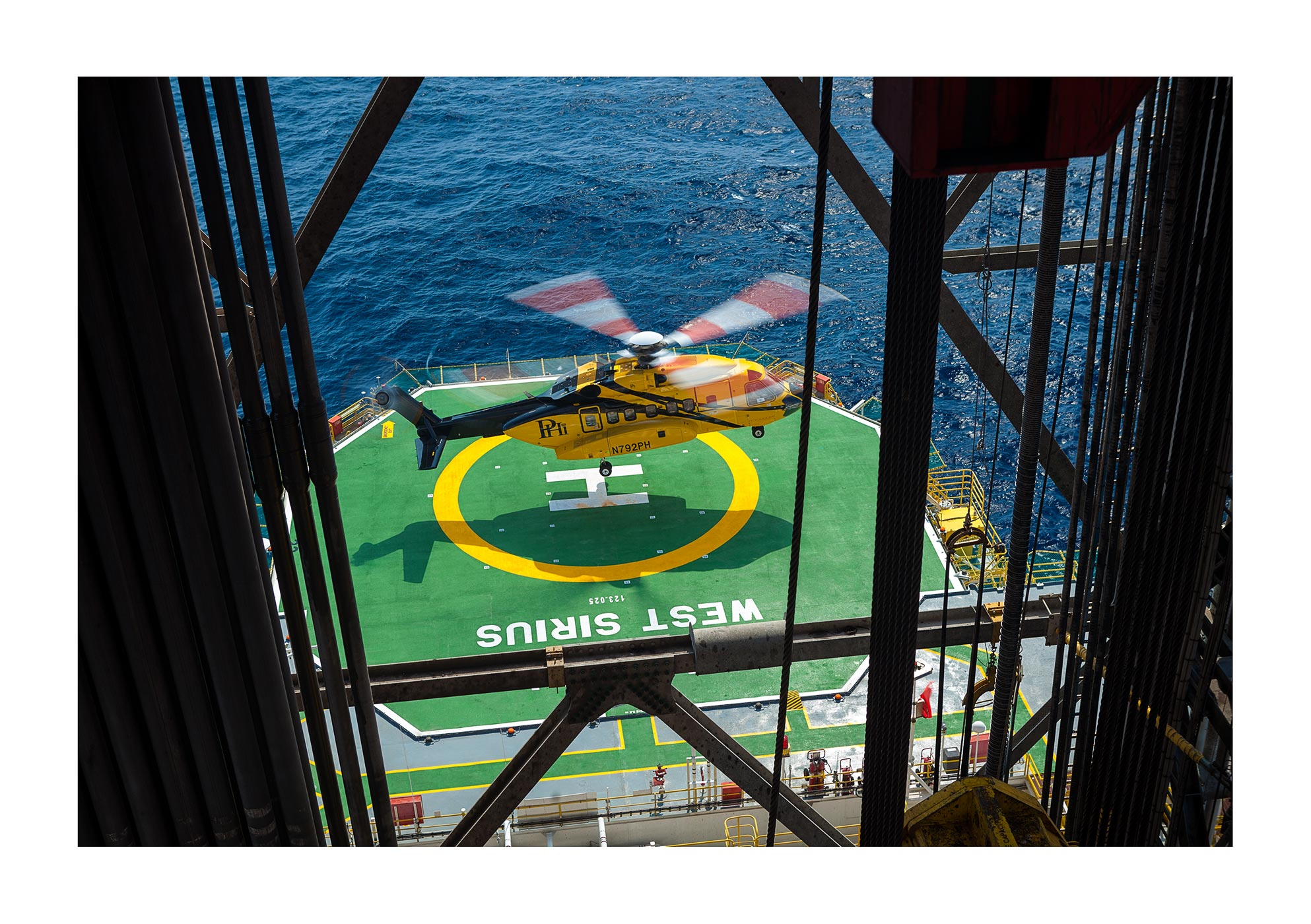HELICOPTER OFFSHORE OIL RIG HELIPAD